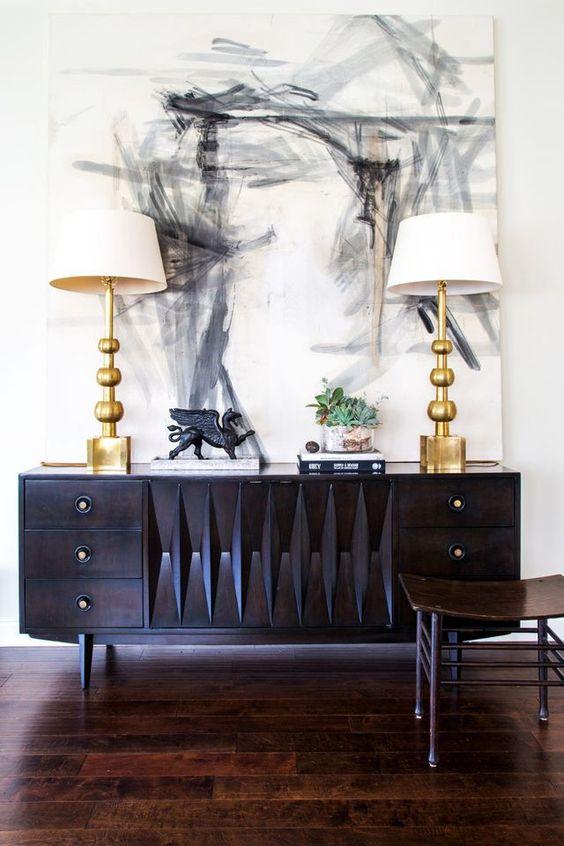 Quadros clássicos para sala de estar com buffet preto