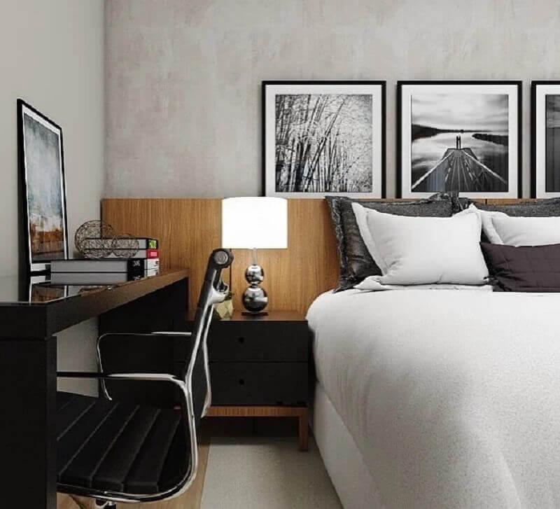 quadros para quarto masculino decorado com parede de cimento queimado e cabeceira de madeira Foto Studio M Arquitetura
