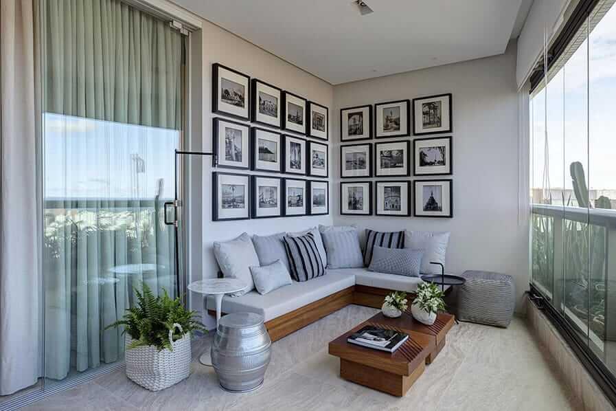 Composição de quadros para varanda em preto e branco
