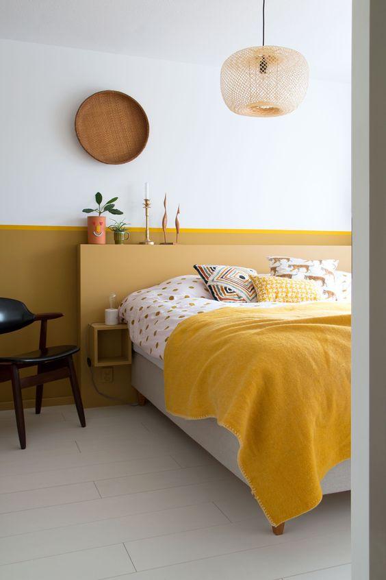 Quarto amarelo monocromático