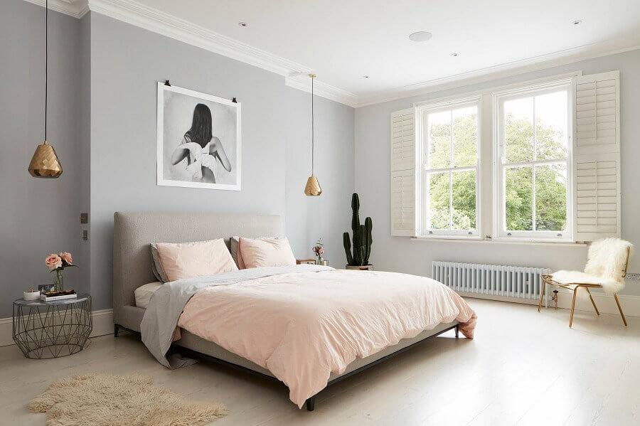 quarto minimalista feminino grande cinza e rosa Foto Houzz
