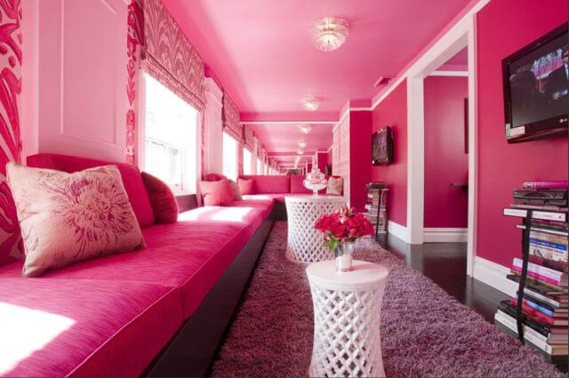 Quarto monocromático rosa pink