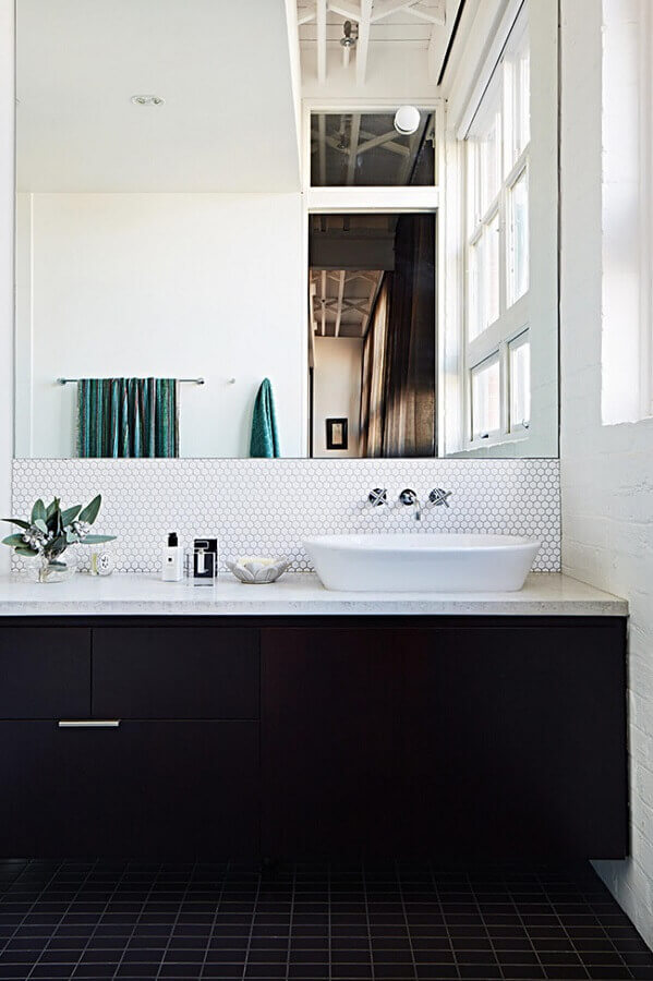 revestimento hexagonal para decoração de banheiro preto e branco Foto Pinterest
