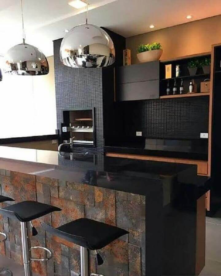 revestimento preto para decoração de varanda gourmet com churrasqueira Foto Dicas Decoração