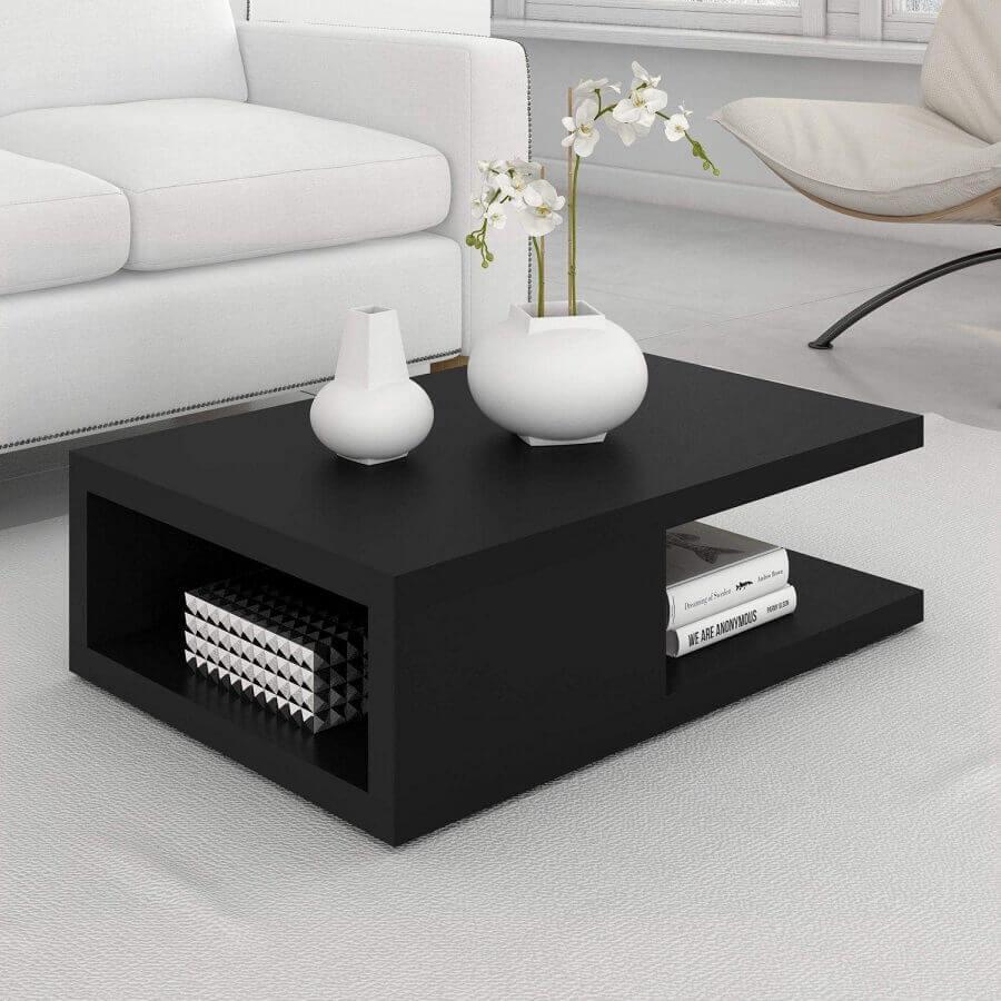sala branca decorada com mesa de centro preta moderna Foto Pinterest