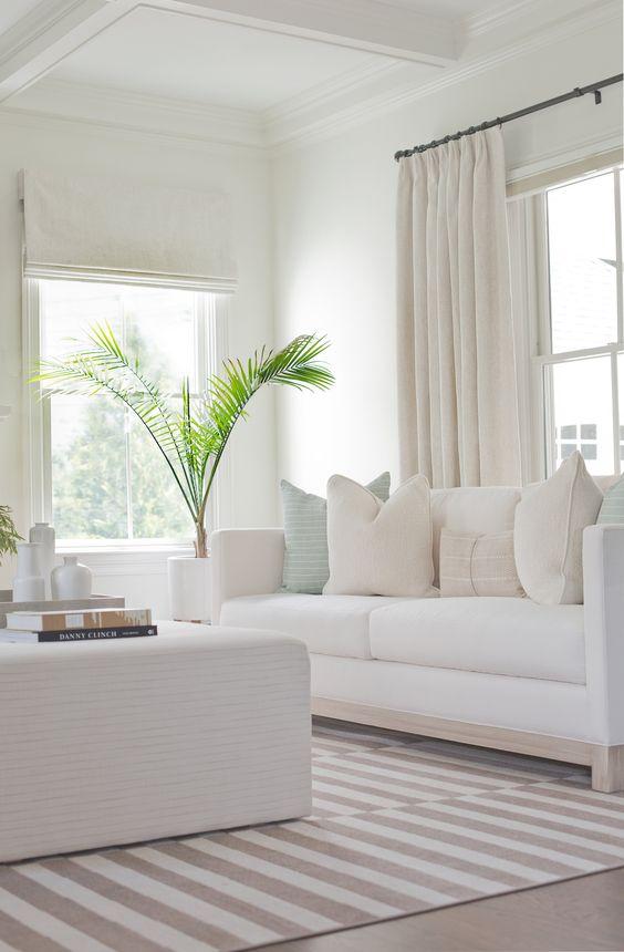 Sala monocromática branca