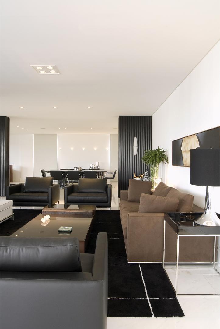 Sala clássica com tapete preto