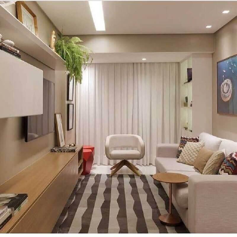 sala de estar decorada com tapete listrado e sofá 2 lugares pequeno Foto Dicas Decor