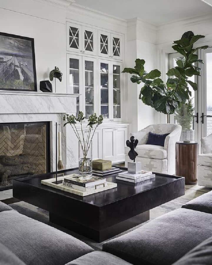 sala de estar sofisticada decorada com mesa de centro preta quadrada Foto Pulp Design Studios