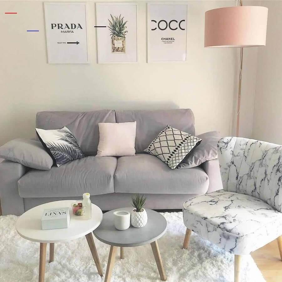 sala decorada com poltrona sem braço e sofá 2 lugares pequeno cinza Foto Pinterest