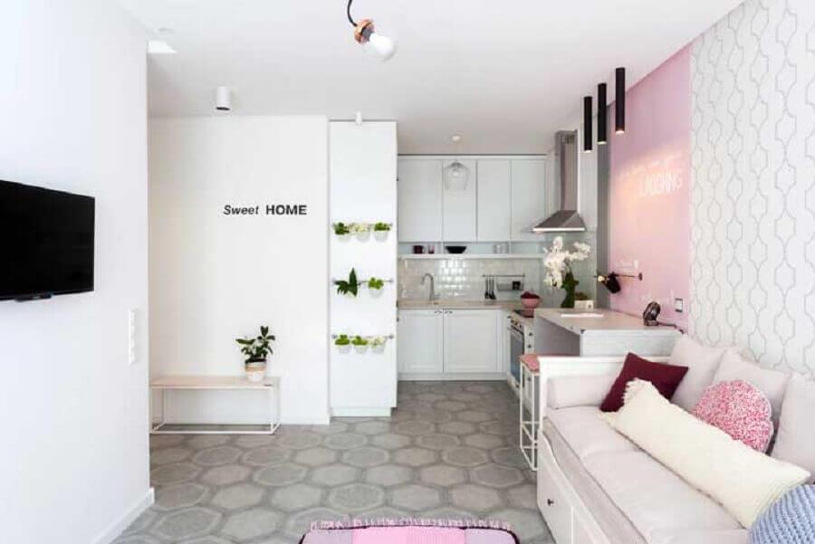 sala e cozinha integrada simples rosa e branca Foto Houzz
