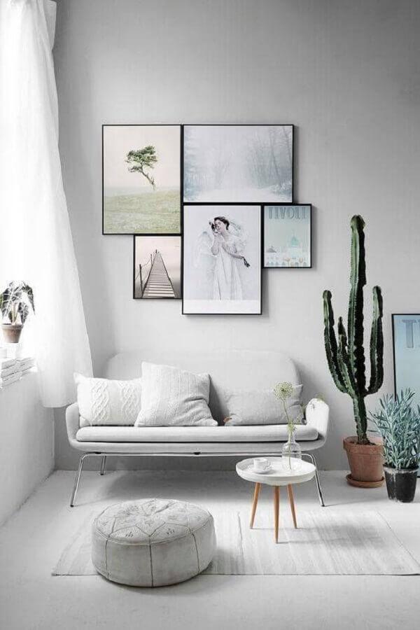 sala minimalista decorada com sofá pequeno moderno Foto Futurist Architecture