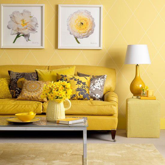 Sala de estar amarela e alegre