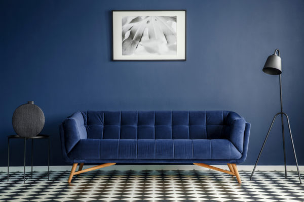 Sala azul monocromática