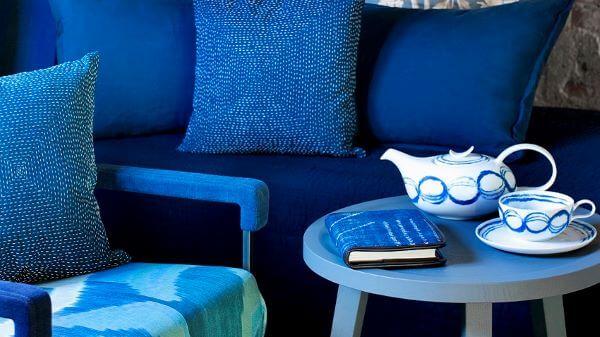 Sala completamente azul