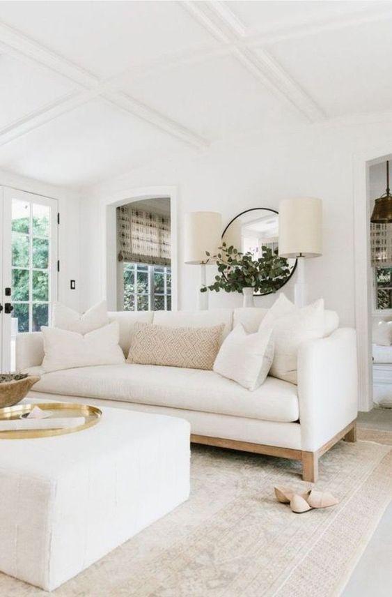 Sala de estar monocromática off white