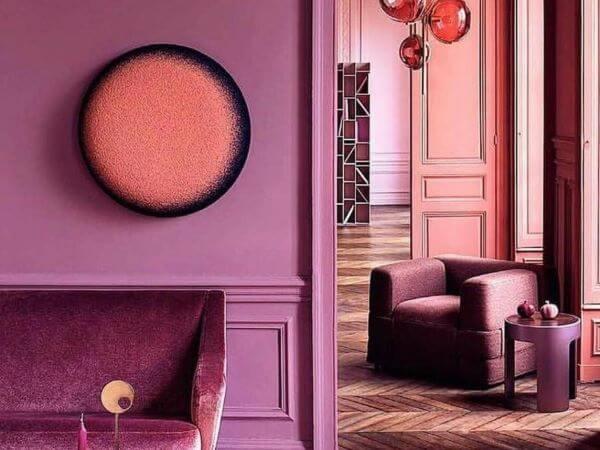 Sala roxa monocromática