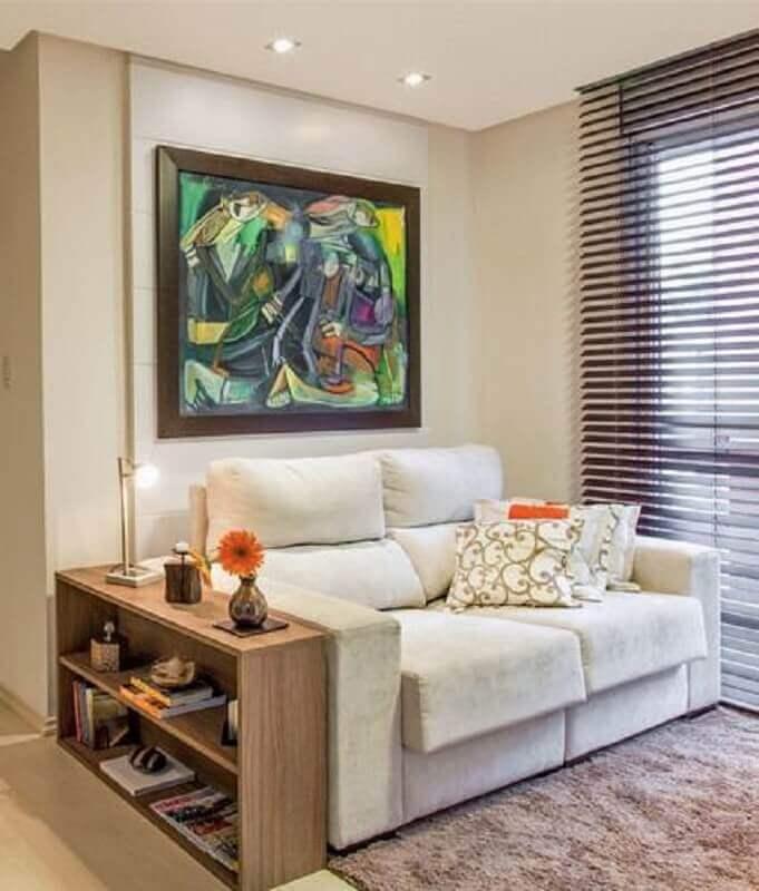 sofá 2 lugares pequeno para sala com mesa lateral de madeira Foto Simples Decoração