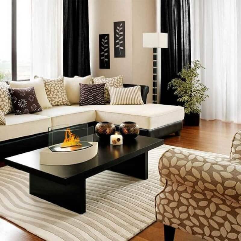sofá com chaise para sala decorada com mesa de centro retangular preta  Foto Starfire Direct
