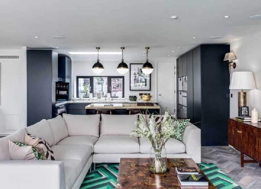 sofá de canto e tapete colorido para sala e cozinha integrada com ilha Foto JERA Arquitetura e Engenharia