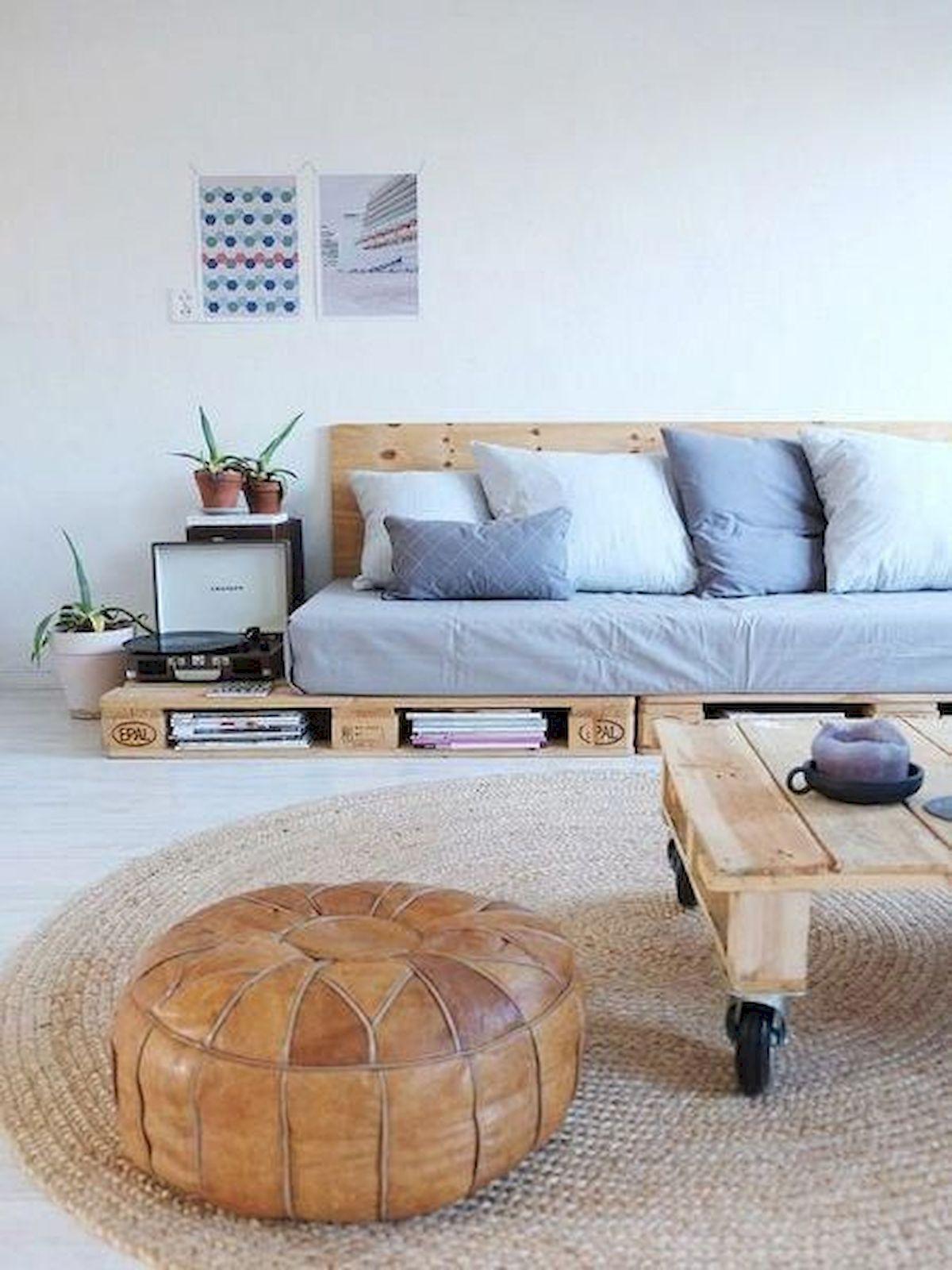 Sofá com mesa de centro de pallet