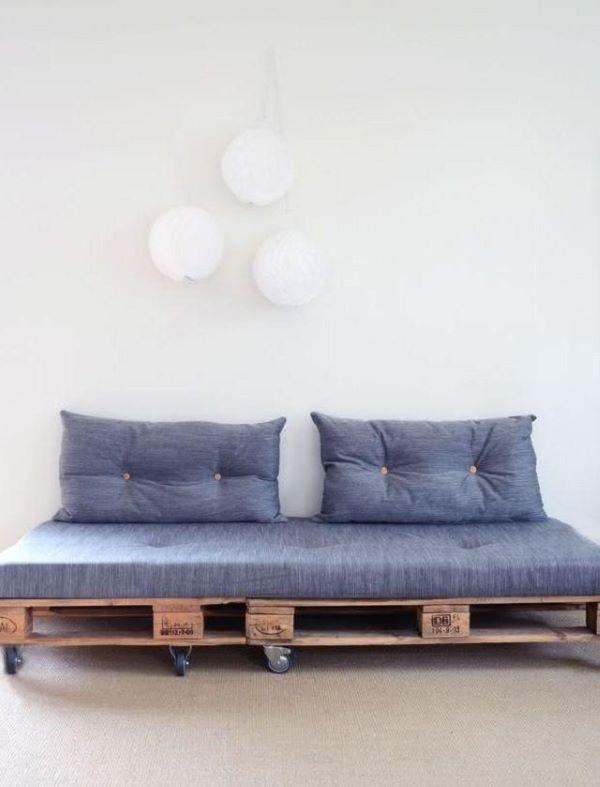 Aposte no sofá de madeira rústico