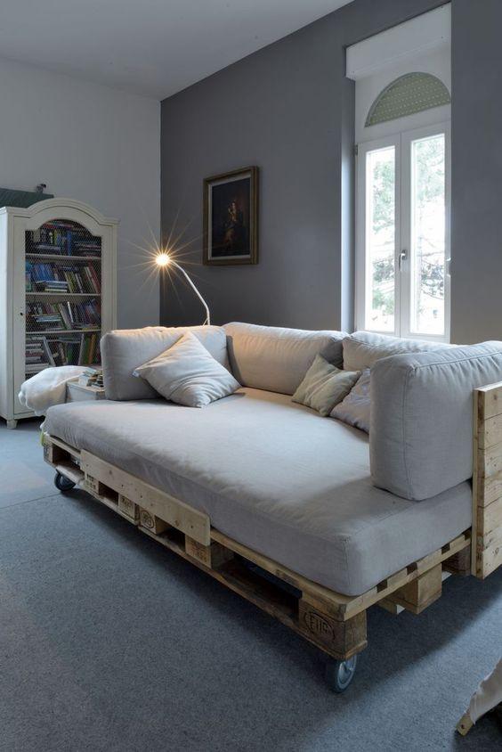 Sofá de pallet na sala