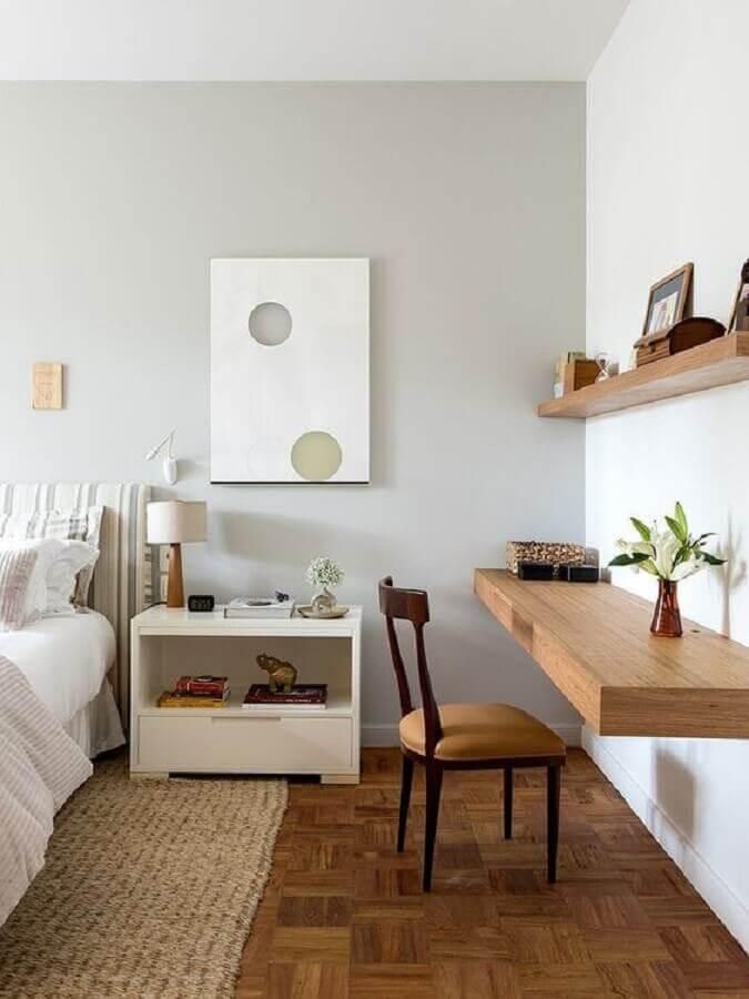 tapete bege para decoração de quarto de casal com bancada de madeira Foto Casa de Valentina