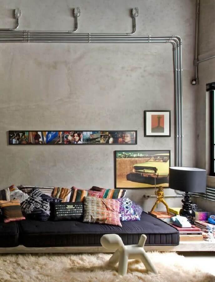 tapete felpudo bege claro para decoração de sala com estilo industrial Foto Decor & Home Organizer