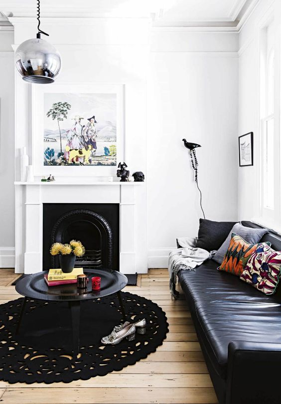 Tapete de crochê preto na sala moderna