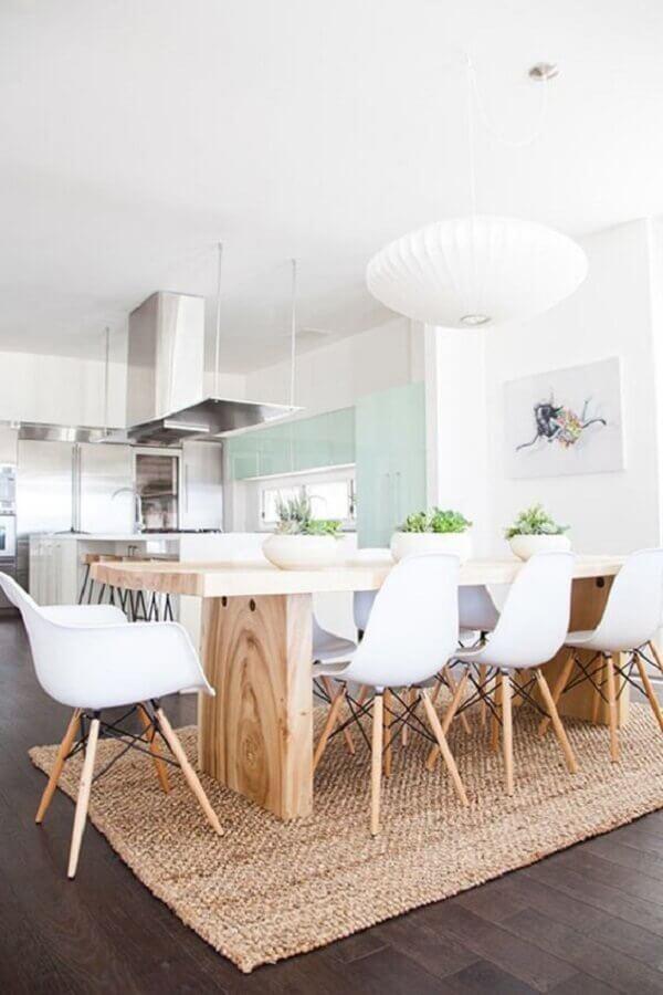 tapete sisal bege para decoração de sala de jantar com cozinha integrada Foto Casaenorden