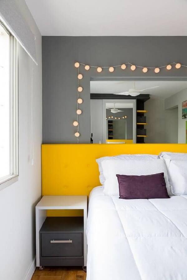 tendências de decoração para 2021 - decoração quarto de casal cinza e amarelo Foto Jeito de Casa
