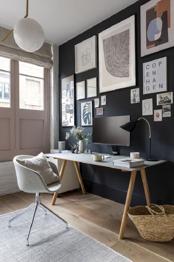 tendências de decoração para 2021 - quadros para decoração de home office com parede preta Foto Home Fashion Trend