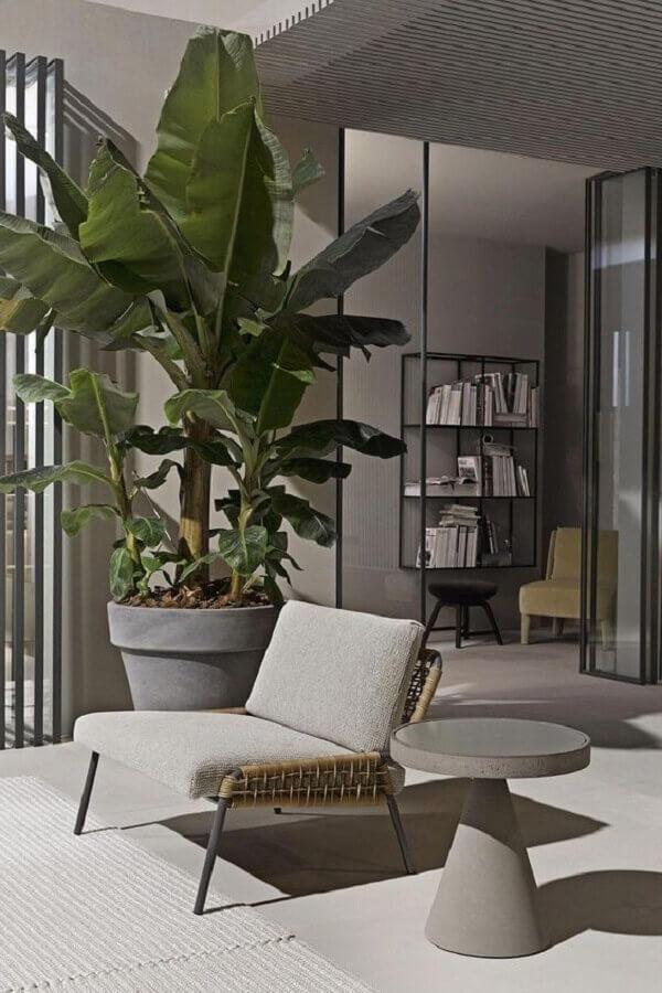 varanda cinza decorada com poltrona design moderno Foto Homem Conceitual