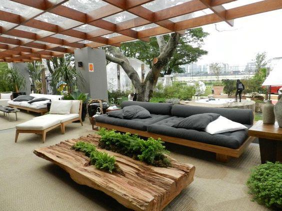 Varanda com sofá rustico