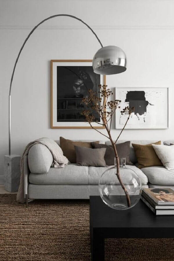 vaso de vidro para decoração de sala com mesa de centro preta Foto The Nordroom