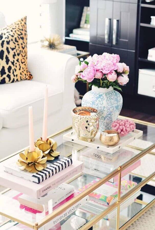 vasos de flores para decoração de sala de estar com mesa de centro de vidro  Foto We Heart It
