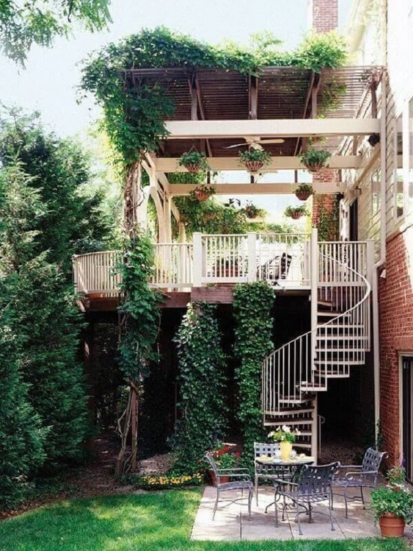 A escada caracol é ideal para casa de sobrado
