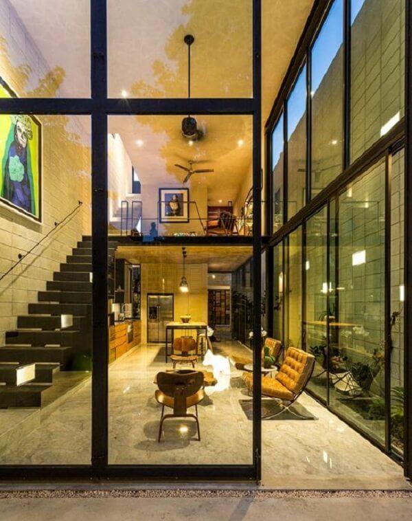 A fachada de casas sobrado permitem a entrada de luz por todo o sobrado