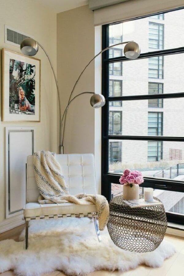 A poltrona barcelona agrega valor na decoração desse espaço