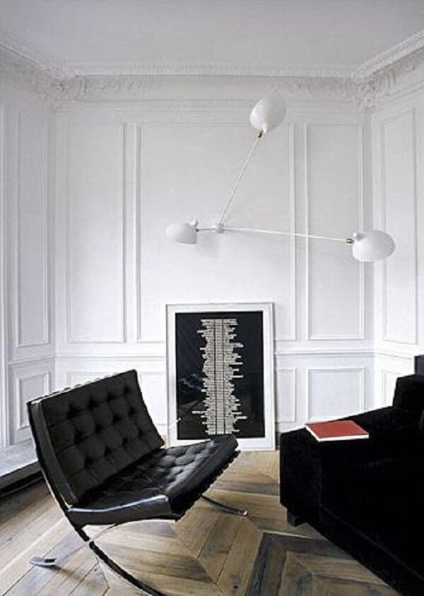 A poltrona modelo barcelona é confortável e estilosa
