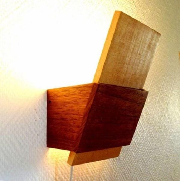 Arandela de madeira para parede feita em diferentes tons
