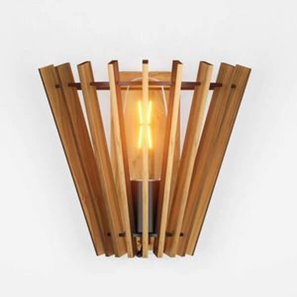 Arandela rústica de madeira com recorte diferenciado