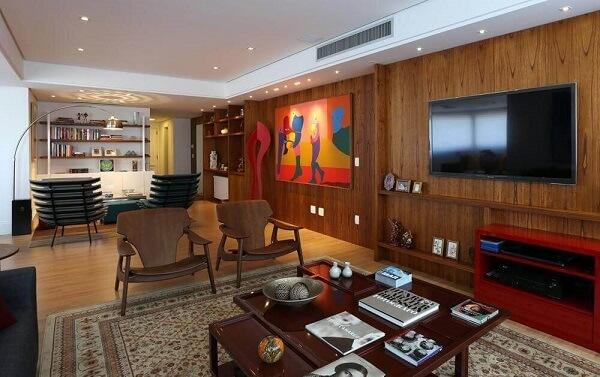 As cores de madeira para móveis escuras trazem sofisticação ao ambiente
