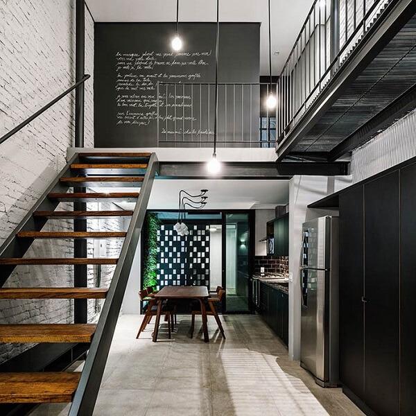 Casa de sobrado com decoração estilo industrial