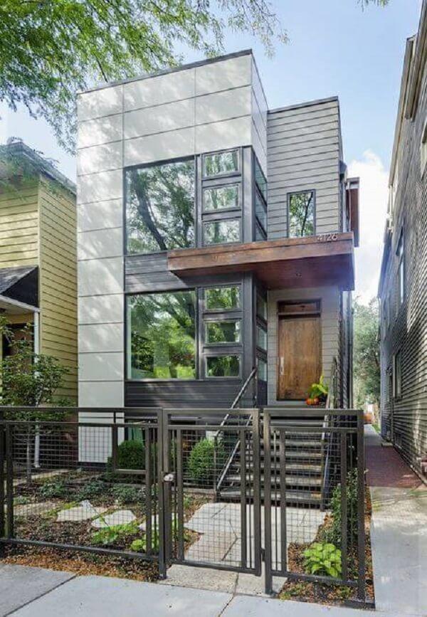 Casa moderna sobrado utiliza vidros na fachada