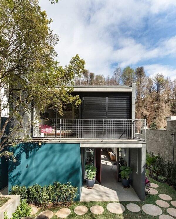 Casa sobrado com arquitetura moderna