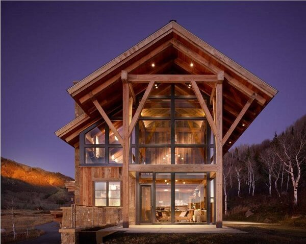 Cores de casas de madeira com parede de vidro formam uma arquitetura fantástica