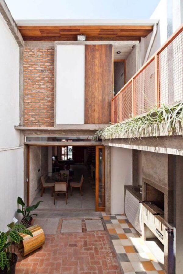 Crie passagens externas na casa sobrado simples para uma melhor circulação de pessoas