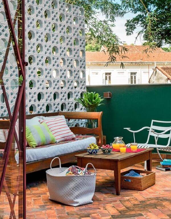 Decoração de muro externo feito de cobogó permite que a luminosidade passe para os ambientes da casa